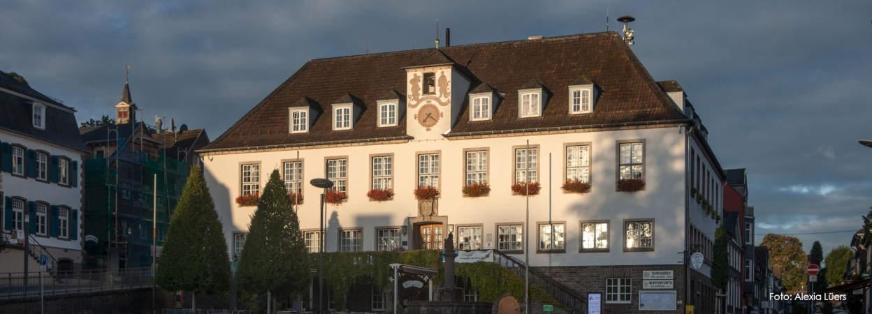 Rathaus im Morgenlicht